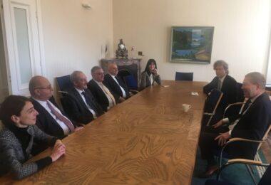 EDK viib ellu Gruusia suunalist arengukoostöö projekti, mille eesmärgiks on Gruusia välisministeeriumi Diplomaatilise instituudi arengu toetamine.